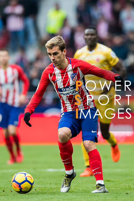Antoine Griezmann of Atletico de Madrid runs with the ball during the La Liga 2017-18 match between Atletico de Madrid and Girona FC at Wanda Metropolitano on 20 January 2018 in Madrid, Spain. Photo by Diego Gonzalez / Power Sport Images