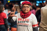"""Der ehemalige Praesident Brasiliens, Luiz Inacio Lula da Silva sprach am Dienstag den 10. Maerz 2020 in Berlin auf einer Veranstaltung der Friedrich Ebert Stiftung und der Gewerkschaft IG Metall vor ca. 600 Menschen. <br /> Sein Thema war """"Verteidigung der Demokratie in Brasilien"""".<br /> Im Bild: Eine Veranstaltungsbesucherin formt mit einer Hand ein """"L"""" fuer """"Lula"""".<br /> 10.3.2020, Berlin<br /> Copyright: Christian-Ditsch.de<br /> [NUR FUER REDAKTIONELLE ZWECKE! Werbung nur auf Anfrage beim Fotografen. Inhaltsveraendernde Manipulation des Fotos nur nach ausdruecklicher Genehmigung des Fotografen. Vereinbarungen ueber Abtretung von Persoenlichkeitsrechten/Model Release der abgebildeten Person/Personen liegen nicht vor. NO MODEL RELEASE! Don't publish without copyright Christian-Ditsch.de, Veroeffentlichung nur mit Fotografennennung, sowie gegen Honorar, MwSt. und Beleg. Konto: I N G - D i B a, IBAN DE58500105175400192269, BIC INGDDEFFXXX, Kontakt: post@christian-ditsch.de<br /> Bei der Bearbeitung der Dateiinformationen darf die Urheberkennzeichnung in den EXIF- und  IPTC-Daten nicht entfernt werden, diese sind in digitalen Medien nach §95c UrhG rechtlich geschuetzt. Der Urhebervermerk wird gemaess §13 UrhG verlangt.]"""