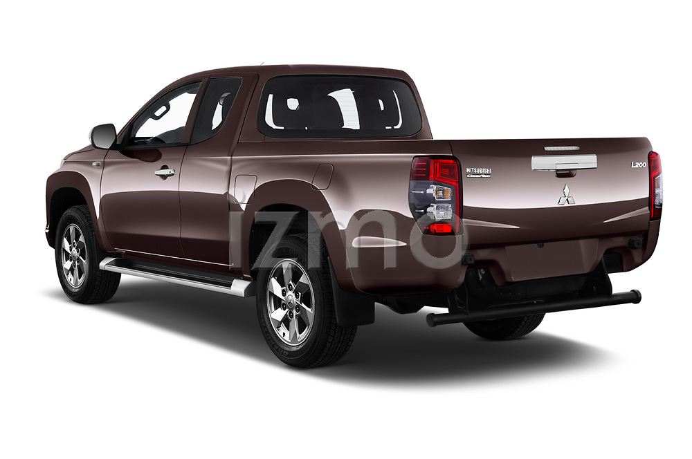 Car pictures of rear three quarter view of 2020 Mitsubishi L200 Invite 4 Door Pick-up Angular Rear
