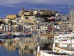 Spanien, Balearen, Ibiza (Eivissa), Ibiza-Stadt: mit Altstadtbezirk Dalt Vila, Kathedrale und Hafen   Spain, Balearic Islands, Ibiza (Eivissa), Ibiza-Town: with Old Town Dalt Vila, cathedral and harbour
