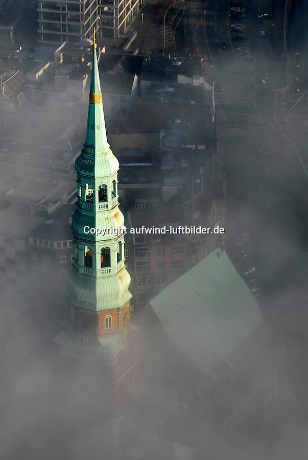 St. Katharinen Kirche: EUROPA, DEUTSCHLAND, HAMBURG, (EUROPE, GERMANY), 25.12.2005: Hamburg, Katharinen Kirche ragt aus dem Nebel, Seenebel, feucht, Luft,  St. Katharinen ist von den fuenf Hamburger Hauptkirchen die ehrwuerdigste. Ihr Turmschaft aus dem 13. Jahrhundert ist das aelteste aufrecht stehende Bauwerk Hamburgs. Sie liegt gegenueber der Speicherstadt an der Strasse Bei den Muehren und ist herkoemmlich die Kirche der Seeleute. Nach einer weitgehenden Zerstoerung waehrend eines Bombenangriffs am 30. Juli 1943 blieben nur noch die Aussenmauern und der Turmschaft erhalten. In den Jahren 1950 bis 1956 erfolgte die Rekonstruktion. 1957 war der zerstoerte 115 Meter hohe Turm durch eine Stahlkonstruktion in der Form des 17. Jahrhunderts wiederhergestellt.c o p y r i g h t : A U F W I N D - L U F T B I L D E R . de.G e r t r u d - B a e u m e r - S t i e g 1 0 2, .2 1 0 3 5 H a m b u r g , G e r m a n y.P h o n e + 4 9 (0) 1 7 1 - 6 8 6 6 0 6 9 .E m a i l H w e i 1 @ a o l . c o m.w w w . a u f w i n d - l u f t b i l d e r . d e.K o n t o : P o s t b a n k H a m b u r g .B l z : 2 0 0 1 0 0 2 0 .K o n t o : 5 8 3 6 5 7 2 0 9.C o p y r i g h t n u r f u e r j o u r n a l i s t i s c h Z w e c k e, keine P e r s o e n l i c h ke i t s r e c h t e v o r h a n d e n, V e r o e f f e n t l i c h u n g  n u r  m i t  H o n o r a r  n a c h M F M, N a m e n s n e n n u n g  u n d B e l e g e x e m p l a r !.