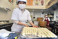- Milano, Chinatown di via Paolo Sarpi, vendita di cibo tipico<br /> <br /> - Milan, Chinatown of Paolo Sarpi street, sale of typical food