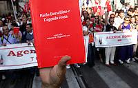 Agenda Rossa di Borsellino..Manifestazione del Popolo Viola - No Berlusconi Day 2..Roma, 2 Ottobre 2010..Photo  Serena Cremaschi Insidefoto