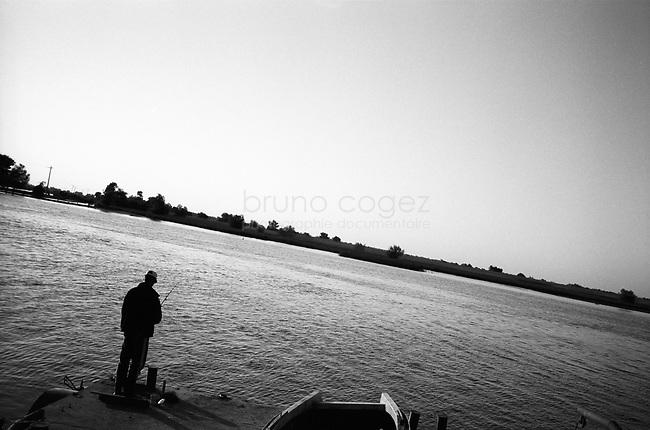 ROMANIA, Delta of Danube, Mila 23, April 2002..A fisherman on the bak of the delta of Danube..ROUMANIE, Delta du Danube, Mila 23, Avril 2002..Un pecheur sur les rives du delta du Danube..© Bruno Cogez