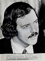 1970 - Crise d'Octobre Robert Lemieux, avocat du FLQ s'adresse aux médias avant son arrestation, a Montreal