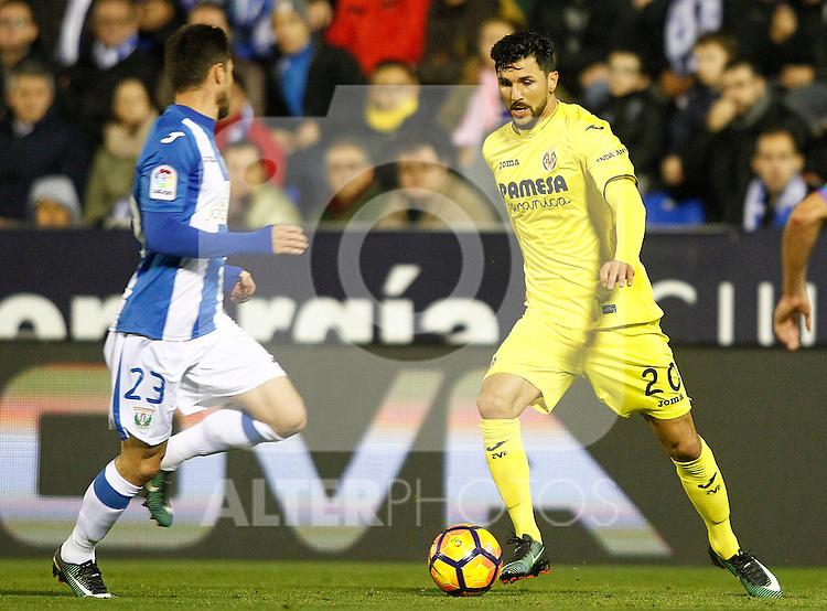 CD Leganes' Omar Ramos (l) and Villarreal CF's Roberto Soriano during La Liga match. December 3,2016. (ALTERPHOTOS/Acero)