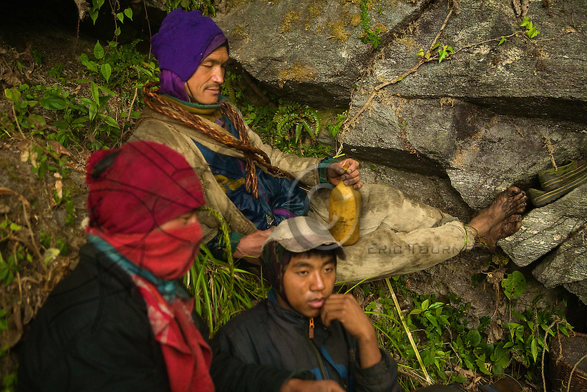 The last moment of concentration before taking action. Bolo Kesher has poured the chang, the millet beer, on the rock as an offering, then distributed a glassful to each participant. This ritual sharing is to appease the site's spirit.