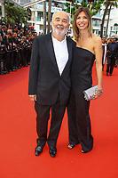 Gérard Jugnot et sa femme Cécile Magnan, sur le tapis rouge pour la projection du film TWIN PEAKS, événement pour le 70ème anniversaire, en competition lors du soixante-dixième (70ème) Festival du Film à Cannes, Palais des Festivals et des Congres, Cannes, Sud de la France, jeudi 25 mai 2017. Philippe FARJON / VISUAL Press Agency