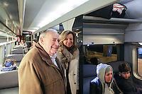 JULIEN LAUPRETRE (PRESIDENT DU SECOURS POPULAIRE), VALERIE TRIERWEILER - LANCEMENT DE LA CAMPAGNE 'VACANCES POUR TOUS 2016' DU SECOURS POPULAIRE A LA GARE MONTPARNASSE A PARIS - A L'OCCASION LES ENFANTS DU SECOURS POPULAIRE EMBARQUENT DANS UN TGV POUR UN SEJOUR A L'ILE DE RE