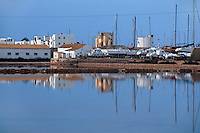 Spanien, Balearen, Formentera, Blick auf La Savina von den Salinen