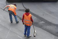 - Milan, resurfacing of a road....- Milano, asfaltatura di una strada