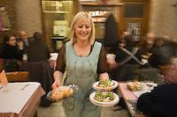 Europe/France/Provence-Alpes-Côte d'Azur/06/Alpes-Maritimes/Nice:  restaurant : Service au  restaurant: Chez Palmyre dans le Vieux Nice