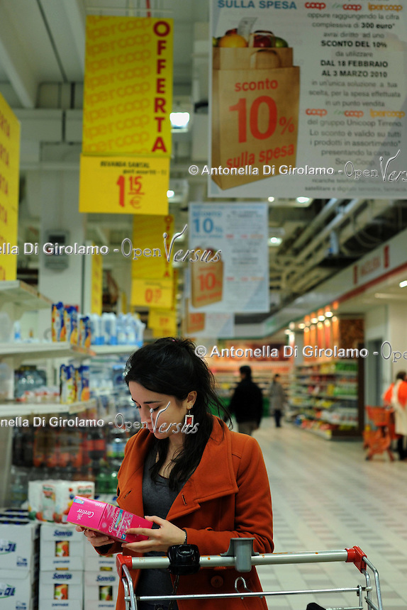 Supermercato Coop. Coop supermarket.Saldi e offerte speciali.Sales and special offers....