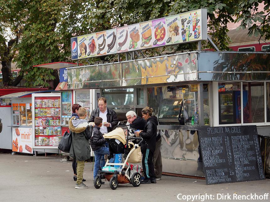 Kiosk beim Hauptbahnhof in  Bratislava, Bratislavsky kraj, Slowakei, Europa<br /> Foodstall near mainstation, Bratislava, Bratislavsky kraj, Slowakia, Europe