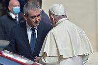 Pope Francis talks with Gianluca Gauzzi Broccoletti, his lead bodyguard and head of the Vatican police force, during his general audience in the San Damaso courtyard at the Vatican Sept. 30, 2020.<br /> (Photo by Stefano Spaziani)