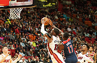 Isaac Bonga (G/F, Washington Wizards, #17) verteidigt gegen Bam Adebayo (C/F Miami Heat, #13) - 22.01.2020: Miami Heat vs. Washington Wizards, American Airlines Arena