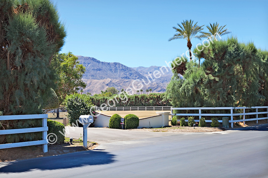 Entry gate to gated ranch property