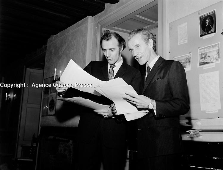 Gilles Vignault et Jean Noel<br /> 12 Aout 1968,<br /> Quebec<br /> <br /> Photo : AQP - Photo moderne