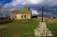Europe/France/Auvergne/15/Cantal/Bredons : Eglise Saint Pierre