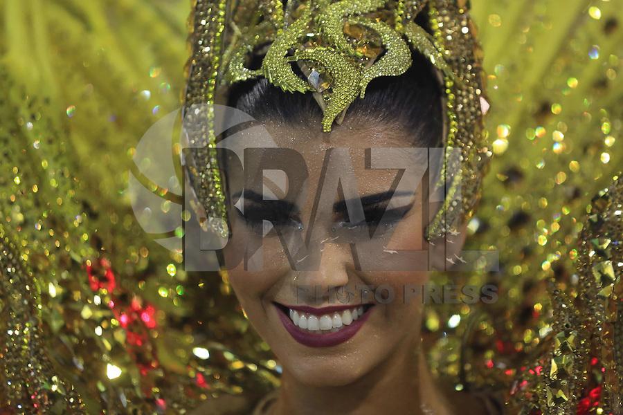 RIO DE JANEIRO, RJ, 07.02.2016 - CARNAVAL-RJ - A rainha de Bateria, Bianca Leão, da escola de samba  União da Ilha durante primeiro dia de desfiles do grupo especial do Carnaval do Rio de Janeiro no Sambódromo Marquês de Sapucaí na região central da capital fluminense na noite deste domingo, 07. (Foto: William Volcov/Brazil Photo Press)