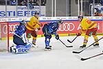Fabio Wagner (Nr.5 - ERC Ingolstadt), Ken Andre Olimb (Nr.40 - Duesseldorfer EG) und Jerome Flaake (Nr.90 - Duesseldorfer EG) vor Torwart Jochen Reimer (Nr.32 - ERC Ingolstadt) beim Spiel in der DEL, ERC Ingolstadt (dunkel) - Duesseldorfer EG (hell).<br /> <br /> Foto © PIX-Sportfotos *** Foto ist honorarpflichtig! *** Auf Anfrage in hoeherer Qualitaet/Aufloesung. Belegexemplar erbeten. Veroeffentlichung ausschliesslich fuer journalistisch-publizistische Zwecke. For editorial use only.