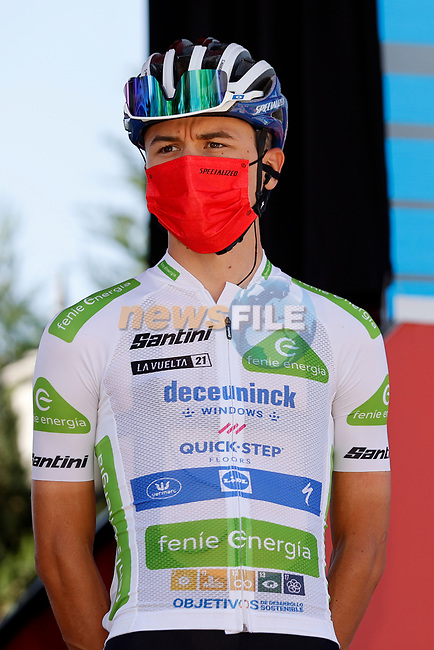 White Jersey Andrea Bagioli (ITA) Deceuninck-Quick Step at sign on before Stage 3 of La Vuelta d'Espana 2021, running 202.8km from Santo Domingo de Silos to Picon Blanco, Spain. 16th August 2021.    <br /> Picture: Luis Angel Gomez/Photogomezsport | Cyclefile<br /> <br /> All photos usage must carry mandatory copyright credit (© Cyclefile | Luis Angel Gomez/Photogomezsport)