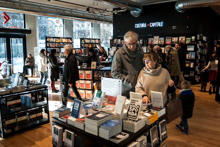 Milano Porta Volta. Fondazione Feltrinelli, la libreria. Cultura uguale capitale --- Milan, Porta Volta district. Feltrinelli foundation, the bookstore. Culture is capital