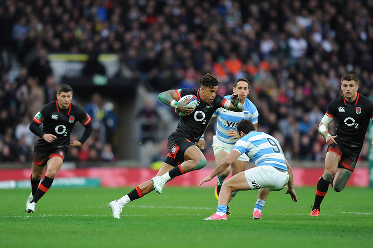 Anthony Watson of England in full flight during the Old Mutual Wealth Series match between England and Argentina at Twickenham Stadium on Saturday 11th November 2017 (Photo by Rob Munro/Stewart Communications)
