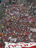 MANIFESTATION CONTRE HAUSSE DES DROITS DE SCOLARITE<br /> GREVE ETUDIANTS GRANDE MARCHE <br /> PHOTO JACQUES NADEAU <br /> 22 MARS 2012<br /> CONFLIT ETUDIANT<br /> HAUSSE DES DROITS DE SCOLARITE CONFLIT ETUDIANT CRISE GREVE