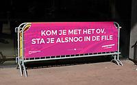 Nederland - Rotterdam- 2020.  World Port Center. Spandoek met de tekst: Kom je met het OV sta je nog in de file.  TISFFNIETANDERS.  Foto ANP / Hollandse Hoogte / Berlinda van Dam