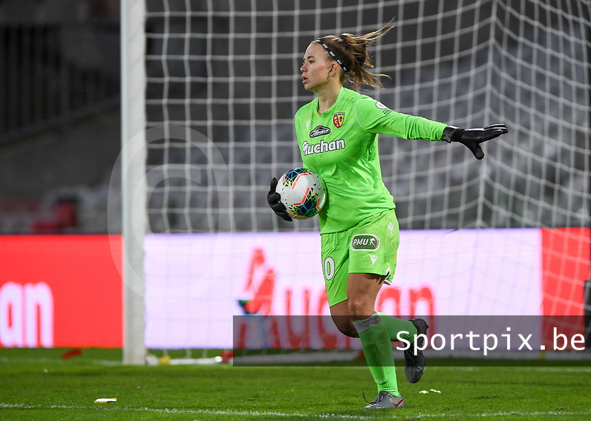 20191102 - LENS , FRANCE : Arras ' goalkeeper Justine Rousseeu pictured during the female soccer match between Arras Feminin and Lille OSC feminin, on the 8th matchday in the French Women's Ligue 2 – D2 at the Stade Bollaert Delelis stadium , Lens . Saturday 2 November 2019 PHOTO DAVID CATRY   SPORTPIX.BE
