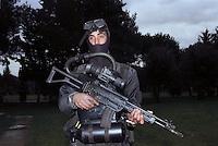 - paratroopers of the airborne brigade Folgore in training, underwater equipment..- paracadutisti della brigata aerotrasportata Folgore in addestramento, equipaggiamento subacqueo