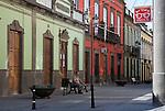 Spain, Gran Canaria, Arucas: Street scene of town in North of island | Spanien, Gran Canaria, Arucas: Strassenszene