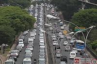 FOTO EMBARGADA PARA VEICULOS INTERNACIONAIS. SAO PAULO, SP, 14-11-2012, Transito. Manha de transito complicado na capital paulista, na foto a Av. Rubem Berta. Luiz Guarnieri/ Brazil Photo Press