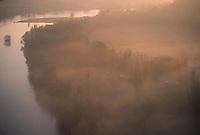 Europe/France/Midi-Pyrénées/46/Lot/Vallée de la Dordogne/Saint-Sozy: Brumes matinales sur la Dordogne