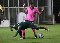 BOGOTÁ -COLOMBIA, 6-03-2018:Brayner de Alba (Izq.) de La Equidad disputa el balón con J Diaz (Der.) de  Boyacá Chicó durante partido por la fecha 7 de la Liga Águila I 2018 jugado en el estadio Metropolitano de Techo de la ciudad de Bogotá./ Brayner de Alba (L) player of La Equidad fights for the ball with J Diaz (R) player of Boyaca Chico during the match for the date 7 of the Aguila League I 2018 played at Metropolitano de Techo stadium in Bogotá city. Photo: VizzorImage/ Felipe Caicedo / Staff