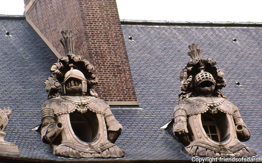 Paris: Hotel des Invalides. Detail of roof sculptures. Photo '90.