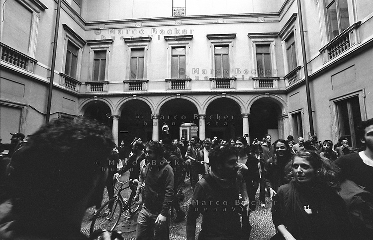 "Milano, un collettivo di ""Lavoratori dell'Arte e dello Spettacolo"" occupa un edificio inutilizzato, Palazzo Citterio, per dare vita a un nuovo centro per le arti e la cultura chiamato MACAO. Appena entrati --- Milan, a collective of ""Arts and Entertainment Workers"" occupy an unused building from the 17th century, Palazzo Citterio, in order to create a new centre for arts and culture called MACAO. Just entered"