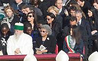 La sindaca di Roma Virginia Raggi, a destra, alla messa di Papa Francesco in occasione della conclusione del Giubileo della Misericordia, in Piazza San Pietro, Citta' del Vaticano, 20 novembre 2016.<br /> Rome's Mayor Virginia Raggi attend the Pope Francis' Mass on the occasion of the conclusion of the Jubilee of Mercy, in St. Peter's Square at the Vatican, 20 November 2016.<br /> UPDATE IMAGES PRESS/Riccardo De Luca<br /> <br /> STRICTLY ONLY FOR EDITORIAL USE