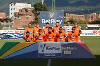 ENVIGADO - COLOMBIA, 02-02-2021:Jugadores de Envigado  posan para una foto previo al partido por la fecha 4 entre Envigado y Jaguares de Córdoba como parte de la Liga BetPlay DIMAYOR 2021 jugado en el estadio Polideportivo Sur de Envigado. / Players of  Envigado pose to a photo prior Match for the date 4 between Envigado and Jaguares de Cordoba as part of the BetPlay DIMAYOR League I 2021 played at Polideportivo Sur stadium in Envigado. Photo: VizzorImage / Luis Benavides / Contribuidor