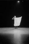 Trois contes chorégraphiques<br /> <br /> Chorégraphie : Dominique Rebaud<br /> Théâtre de l'Étoile du Nord<br /> Paris<br /> 11/1993<br /> © Laurent Paillier / photosdedanse.com