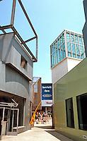 Frank Gehry: Edgemar Center, Santa Monica.  Photo '91.