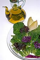 Prato de salada e azeite. Foto de Renata Mello.