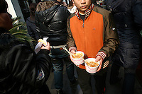 CHINA. Hubei Province. Wuhan. A man carrying pot of noodles. Wuhan (population 4.3 million) is a sprawling city that sits on both sides of the Yangtze River. 2008.