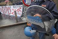 - students demonstration against Milan candidacy to 2015 World Exposition....- manifestazione di studenti contro la candidatura di Milano alla Esposizione Mondiale del 2015