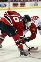 Bully zwischen Travis Zajac (Devils) und Stephen Weiss (Panthers)<br /> New Jersey Devils vs. Florida Panthers<br /> *** Local Caption *** Foto ist honorarpflichtig! zzgl. gesetzl. MwSt. Auf Anfrage in hoeherer Qualitaet/Aufloesung. Belegexemplar an: Marc Schueler, Am Ziegelfalltor 4, 64625 Bensheim, Tel. +49 (0) 6251 86 96 134, www.gameday-mediaservices.de. Email: marc.schueler@gameday-mediaservices.de, Bankverbindung: Volksbank Bergstrasse, Kto.: 151297, BLZ: 50960101