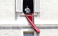 Papa Francesco recita l'Angelus domenicale, affacciato dalla finestra del suo studio in Piazza San Pietro, Citta' del Vaticano, 25 giugno, 2017.<br /> Pope Francis recites the Sunday Angelus noon prayer from the window of his studio overlooking St.Peter's Square, at the Vatican, on June 25, 2017.<br /> UPDATE IMAGES PRESS/Isabella Bonotto<br /> <br /> STRICTLY ONLY FOR EDITORIAL USE