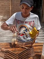 Herstellung von Koranstützen, Xiva, Usbekistan, Asien<br /> wooden brackets for Koran in historic city Ichan Qala, Chiwa, Uzbekistan, Asia