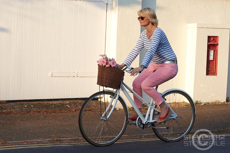 Karen Seeberg riding Charge Decanter bicycle, Sunningdale, Berks.   September    2013.      pic copyright Steve Behr / Stockfile