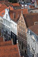Belgique, Flandre-Occidentale, Bruges, centre historique classé Patrimoine Mondial de l'UNESCO, vue sur les maisons avec des pignons à gradins  // Belgium, Western Flanders, Bruges, historical centre listed as World Heritage by UNESCO, view over the houses with Dutch gables